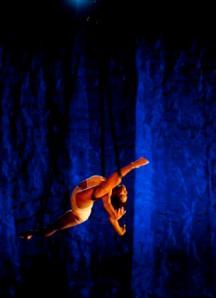 Tuedon Ariri practising contorsion straps