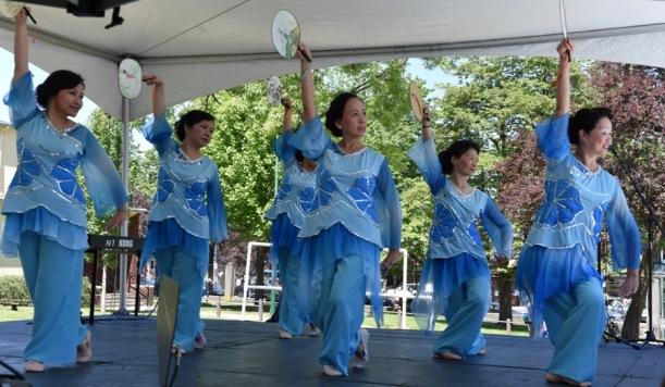Collingwood-Days-Dancers
